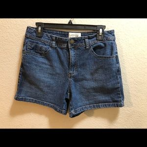 St. John's Bay stretch shorts size 8-gently used
